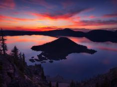 THE CRATERS EDGE  - Crater Lake National Park, Oregon, USA